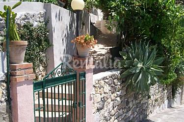 VILLA KATE : Panoramic villa in the center of Taormina,a stone s throw from the sea