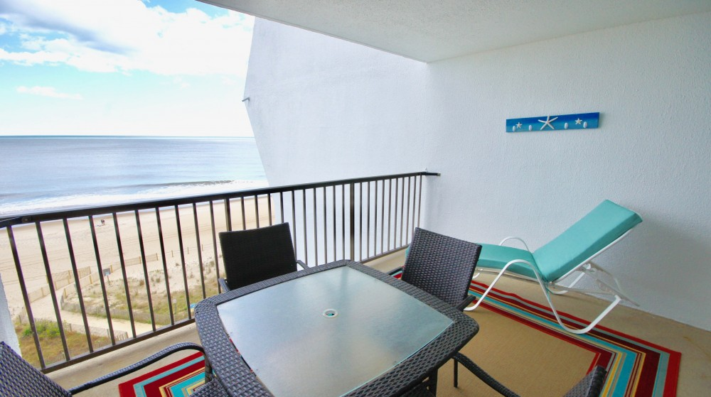 7L One Bedroom Ocean Front Condo