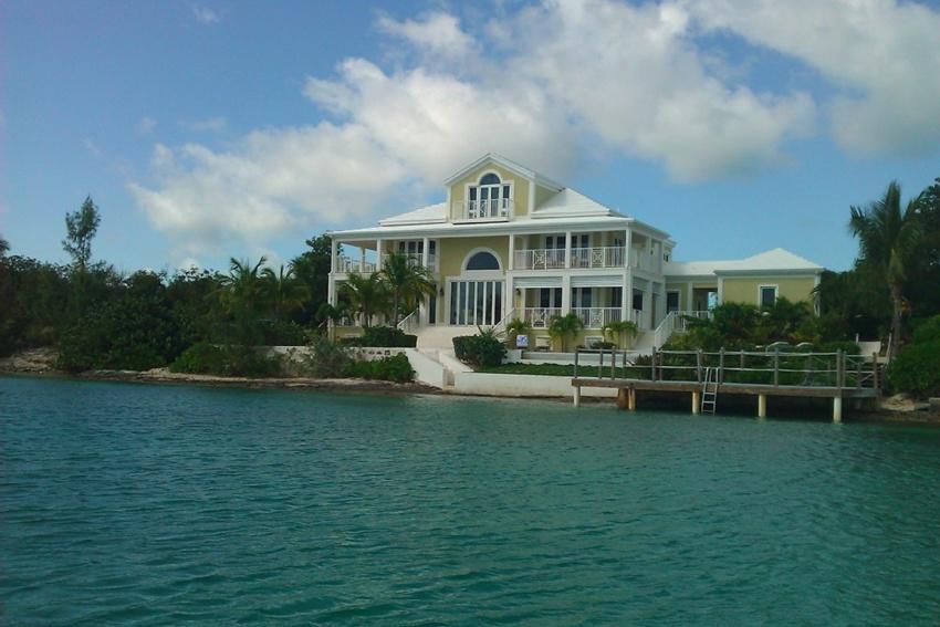 Luxury villa with Breezy Shore -  Exuma Vacation Rentals