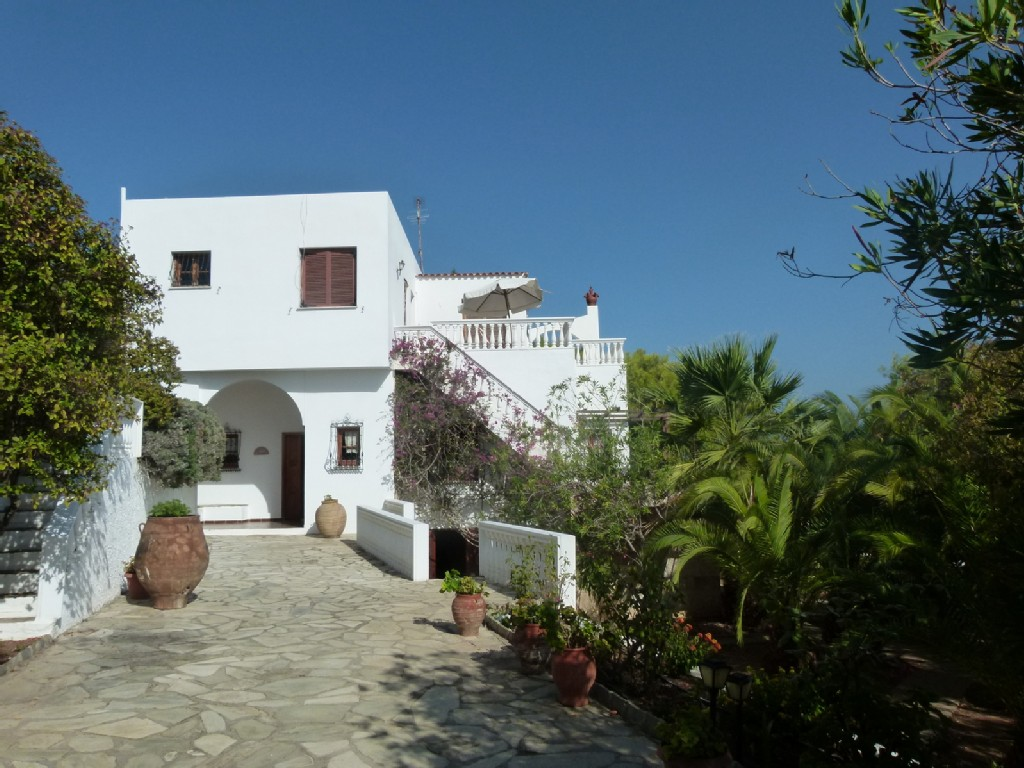 5 Bedroom Villa by the Sea with Swimming Pool and Garden - Lagonisi Holiday Rentals