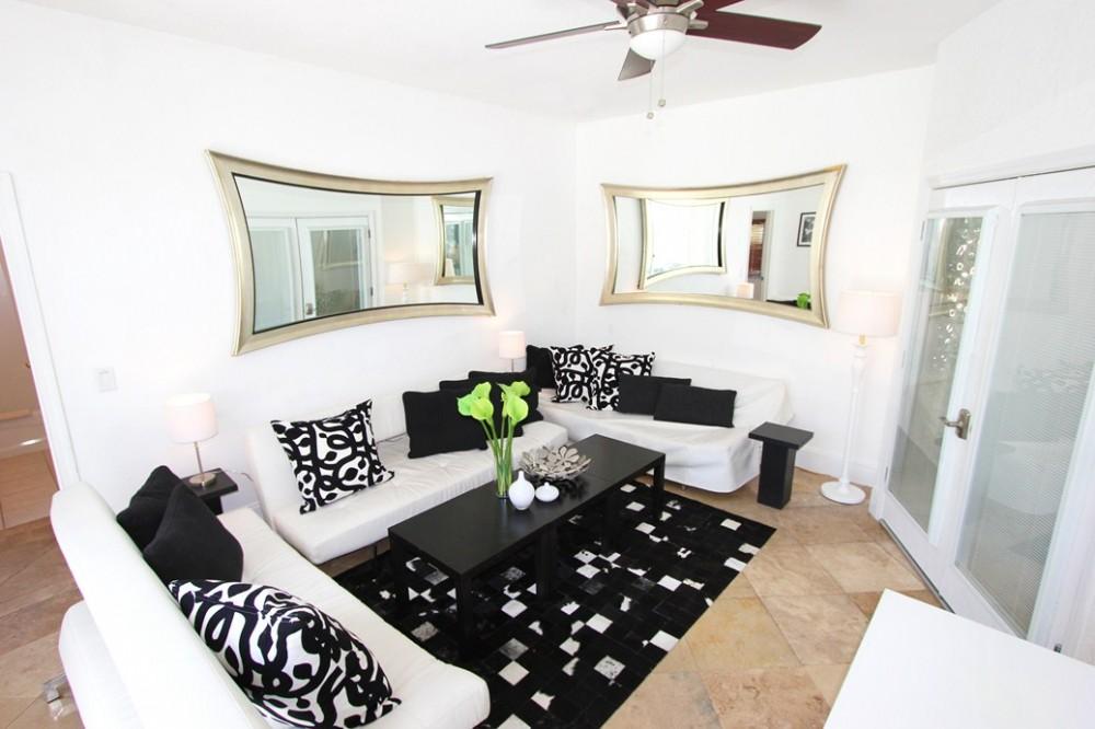 Living room with Plasma TV Airbnb Alternative Davenport Iowa Rentals