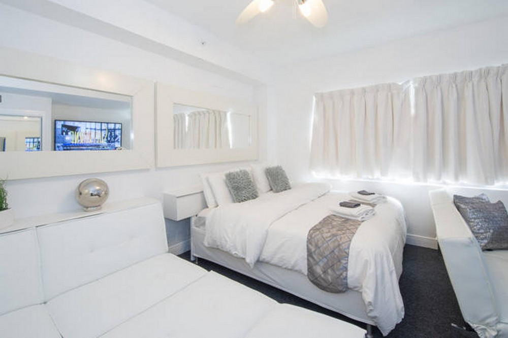 Bedroom 1 with 2 King or 4 Twins Airbnb Alternative Miami Beach Florida Rentals