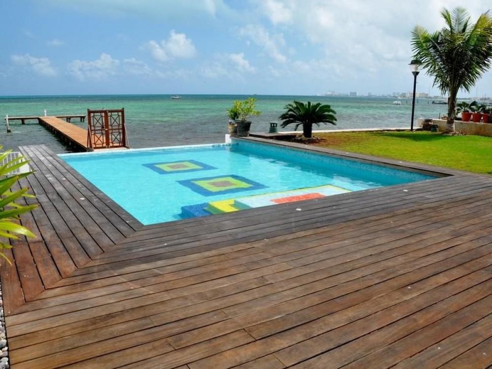 Luxury Beachfront Villa in Cancun