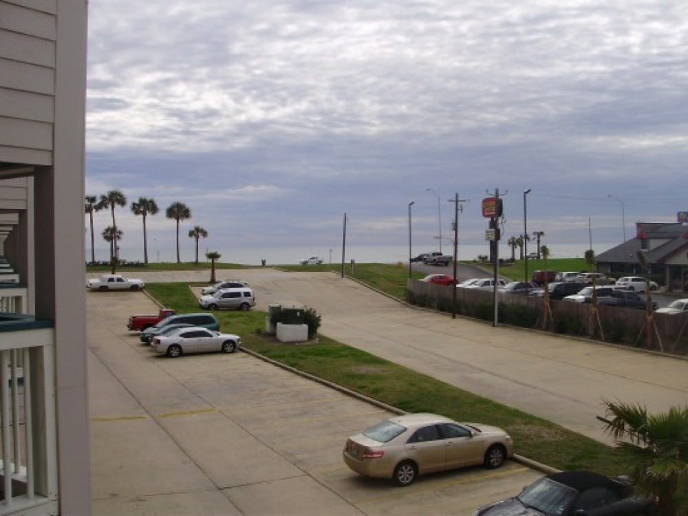 In the Heart of Galveston! Beachfront Suite