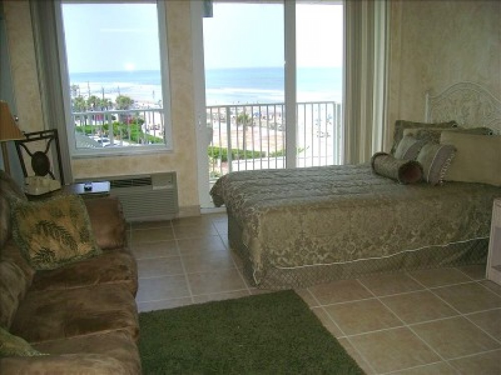 Ocean Front Studio, Right on the Beach, and Right on the Price
