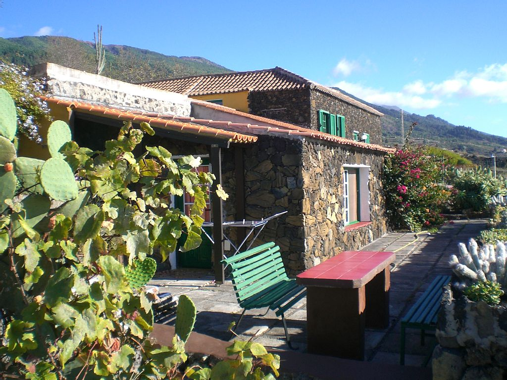 2 Sleeps Apartment With Mountain View - La Palma Holiday Rentals