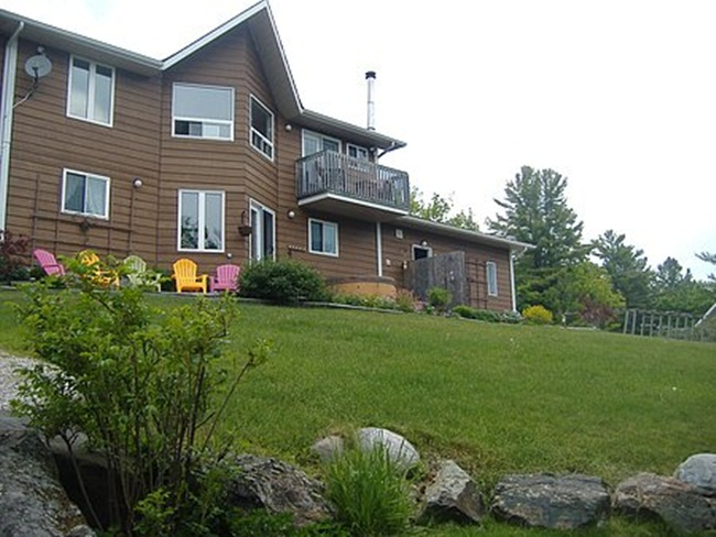 Laughing Waters B&B, Vacation Rental On Lake Lauzon