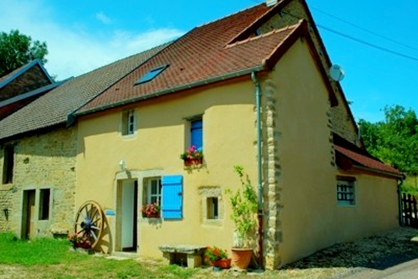 Farmhouse-Cottage, Peaceful Setting - Burgundy Holiday Rentals