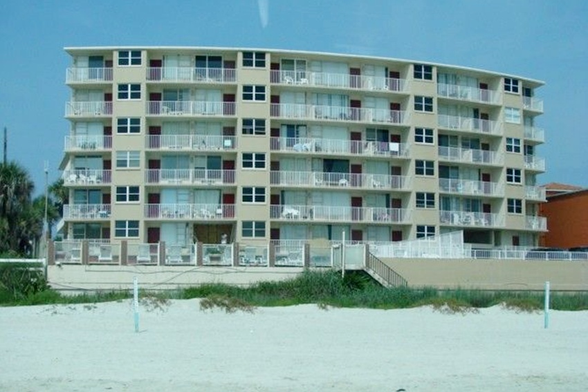 Direct Oceanfront Updated Studio Condo - Daytona Beach