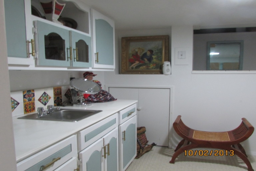 Beautiful Apartment Equipped With A Modern Kitchenette - Staten Island Vacation Rentals