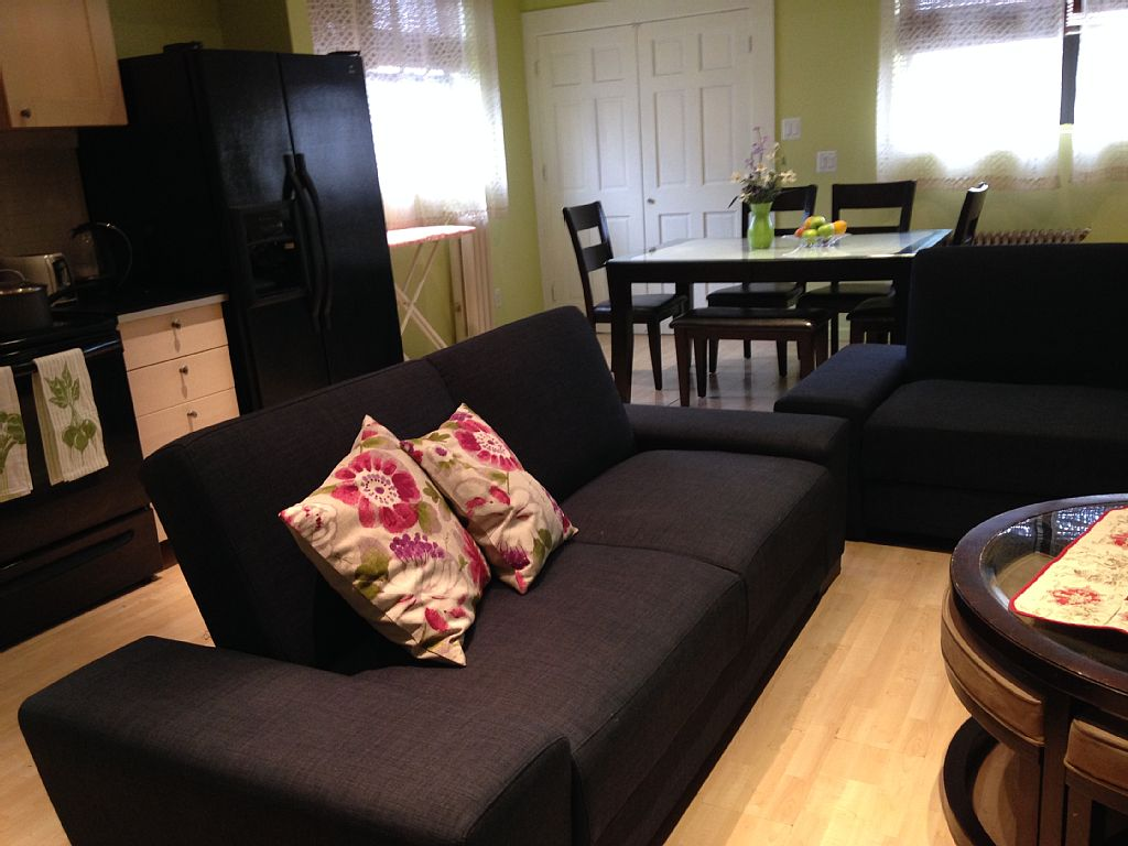 Nice & Groomy Apartment - Queens Vacation Rentals