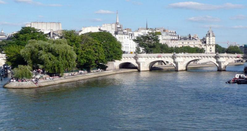 Paris Luxury Apartment by UZplaces