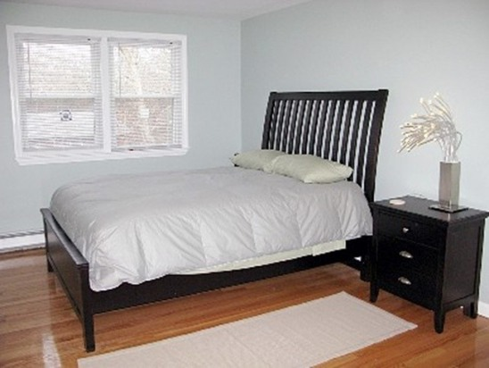 MINUTES TO MENAUHANT BEACH - NEWLY FURNISHED & PET FRIENDLY.