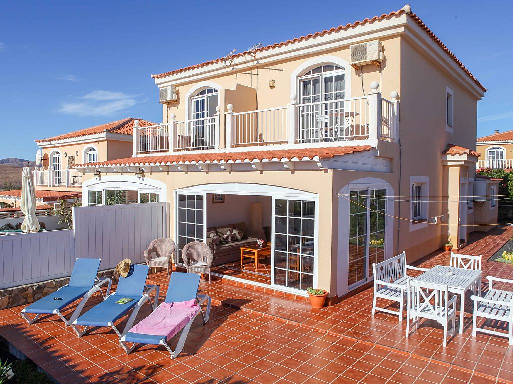 Tastefully furnished Holiday House  With fantastic sea views overlooking golf court
