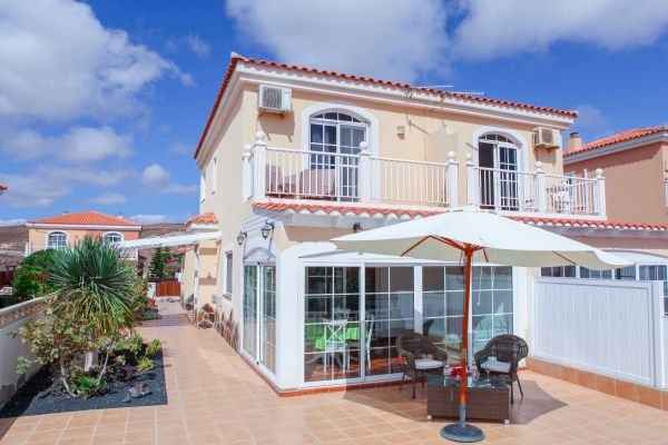 Tastefully furnished Holiday House  With sea view overlooking golf court