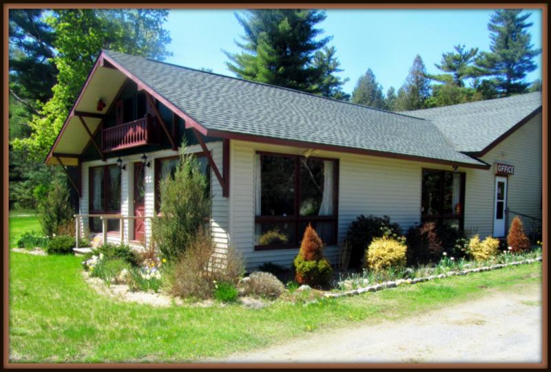 ADK Trail Inn - Near Hiking, Climbing, Biking, Fishing