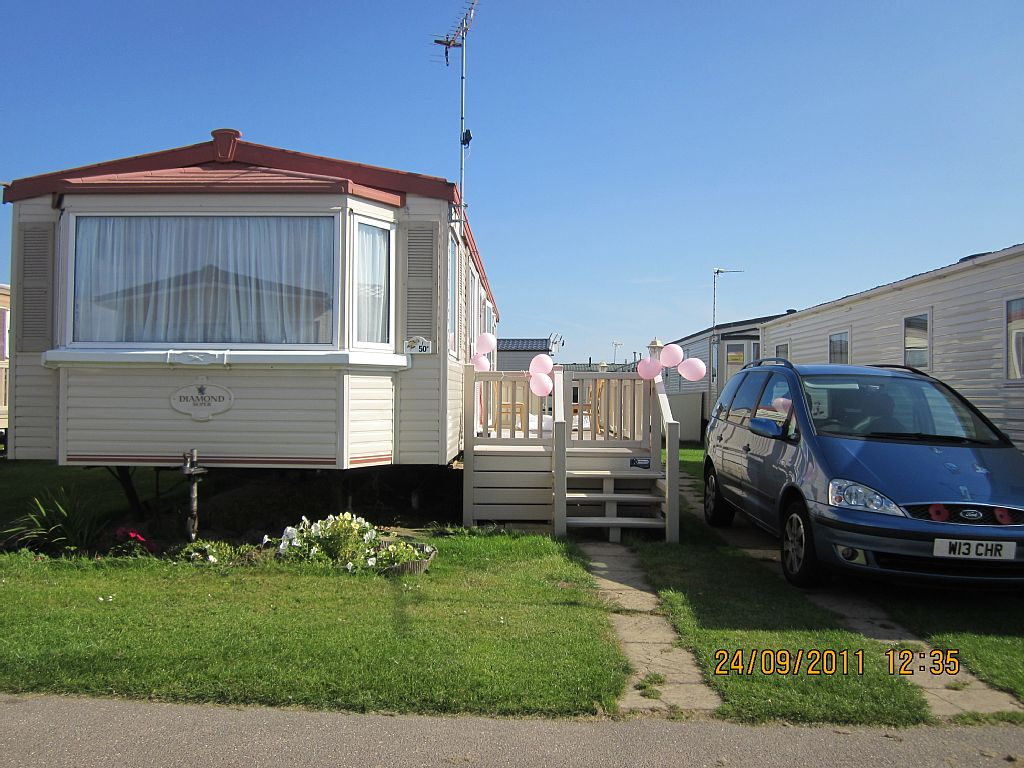 F50 3 BED STATIC CARAVAN PETS WELCOME CALIFORNIA CLIFFS PARK RESORTS HAPPY DAYS