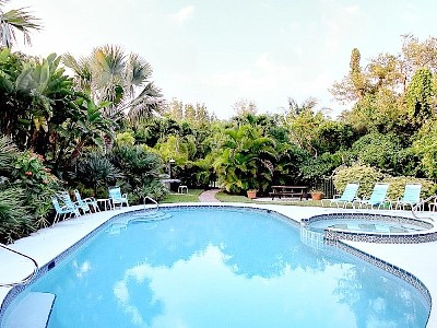 SUNSET DREAMS IS A BEACH FRONT LUXURY TOWNHOME WITH OCEAN/SUNSET VIEWS AND POOL