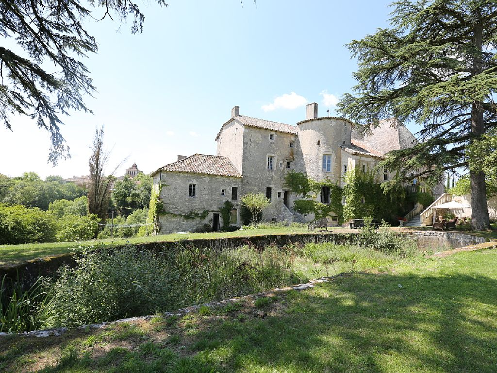 CHARMING CASTLE FOR UP TO 24/28 PEOPLE WITH SWIMMING POOL IN SOUTHERN FRANCE