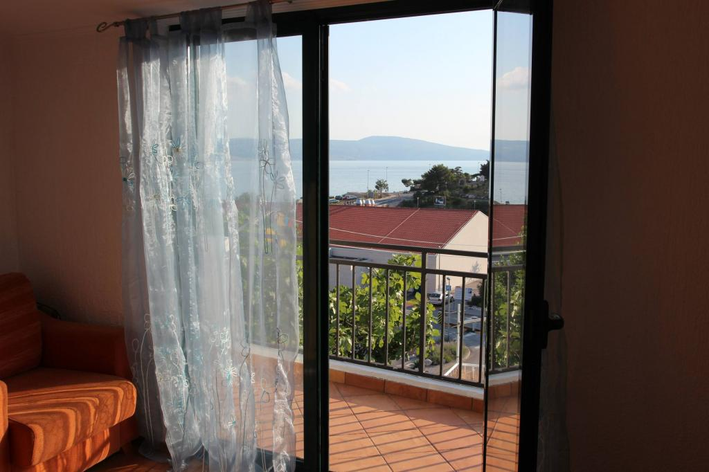 2 Bedroom Nensi Home with Private Terrace and Sea View