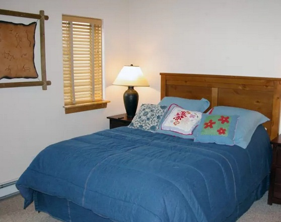 3-Bedroom Townhouse w/ Garage