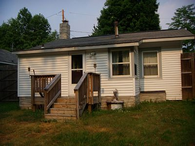 QUAINT 2 BEDROOM COTTAGE IN WALKING DISTANCE TO LAKE ERIE