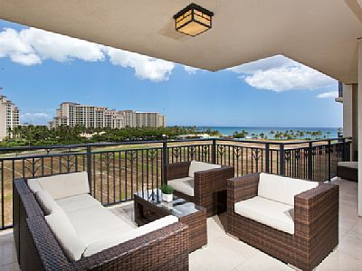 Superb oceanfront holiday rental with parking and other facilities!