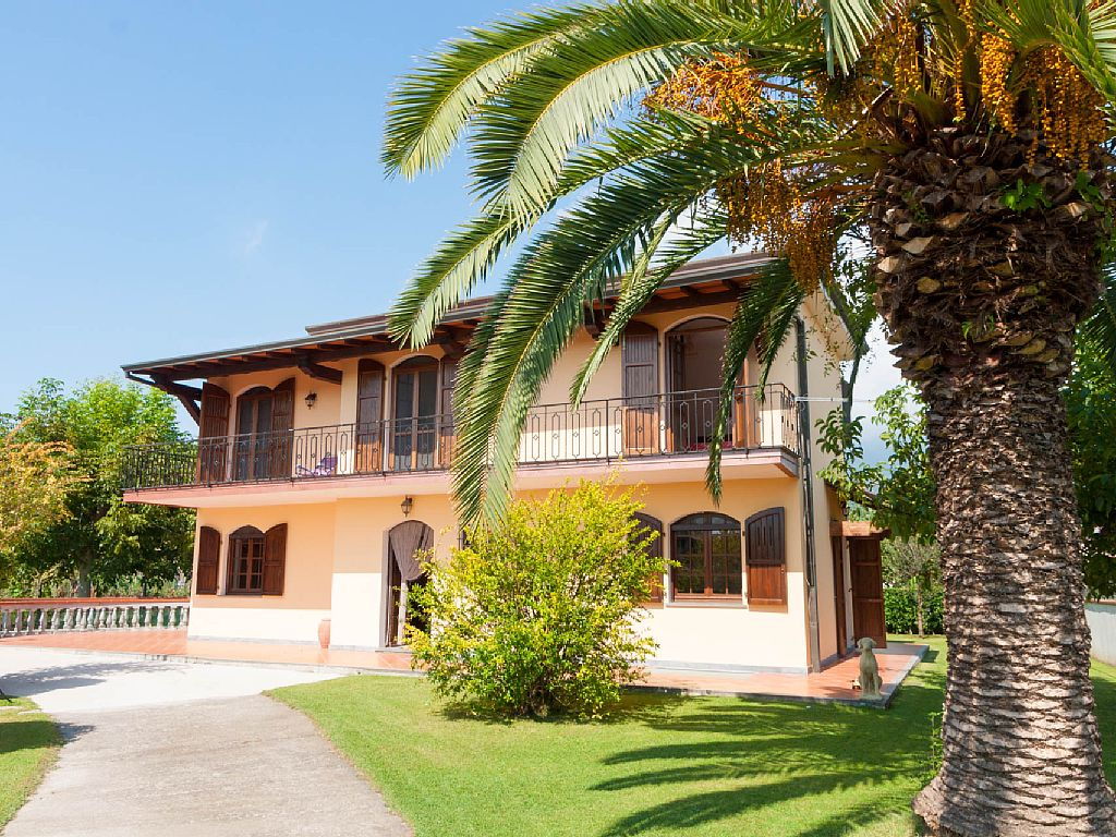 3 Bed Short Term Rental Villa Massa