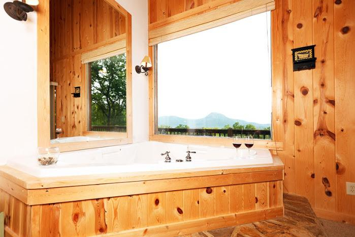 Bath Tub in 2nd Bathroom helen vacation home