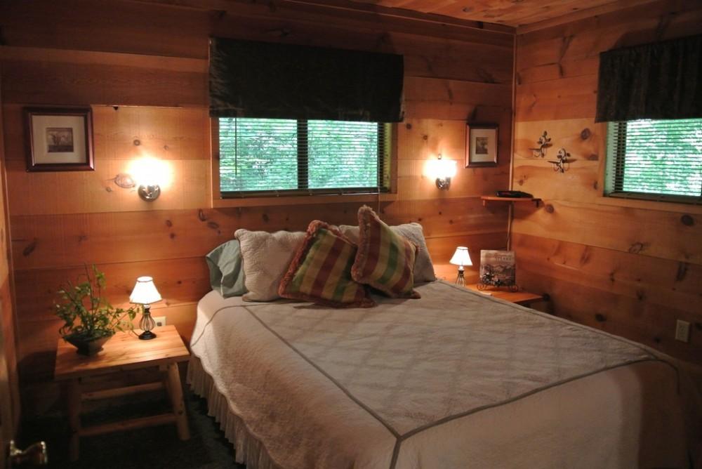 Queen Bedroom helen vacation home