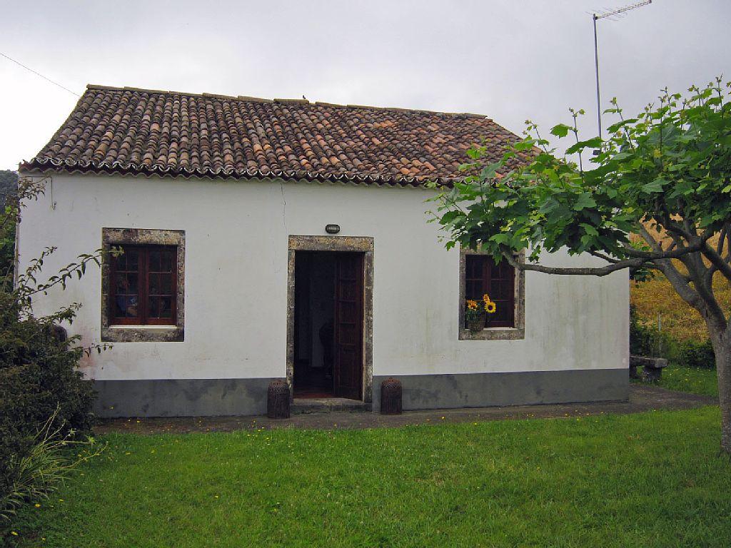 2 Bed Short Term Rental Cottage Caloura