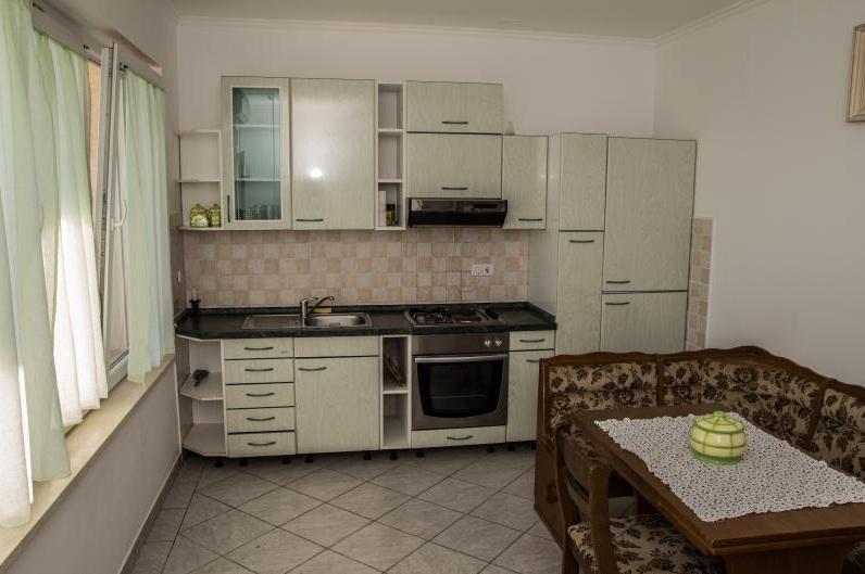 2 Bed Short Term Rental Apartment Gruz