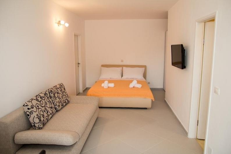 1 Bed Short Term Rental Apartment Babin Kuk