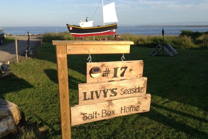Livys Seaside Salt Box Home - LAMALINE Vacation Rentals