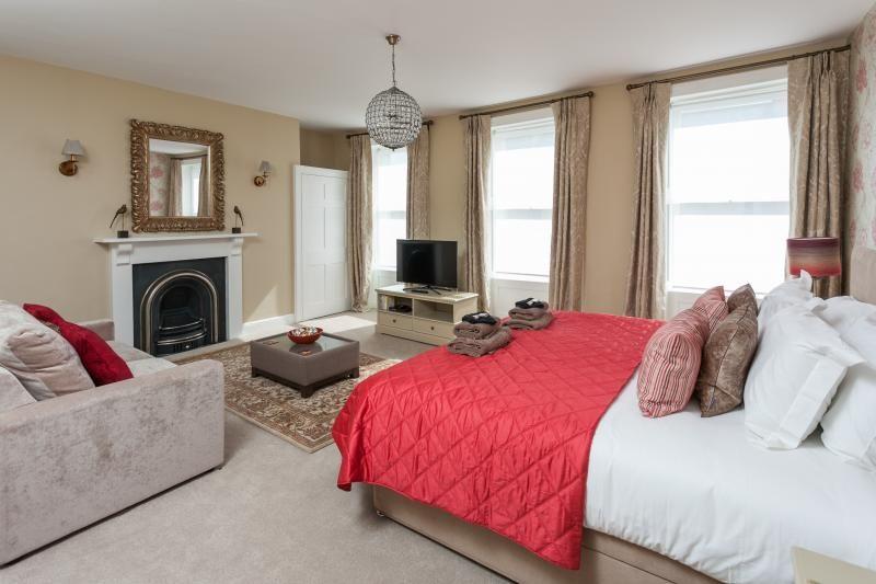 4 Bed Short Term Rental Apartment Bath