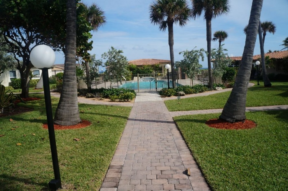 Deerfield Beach vacation rental with 50 yards E to pool walk-way | Ocean just beyond