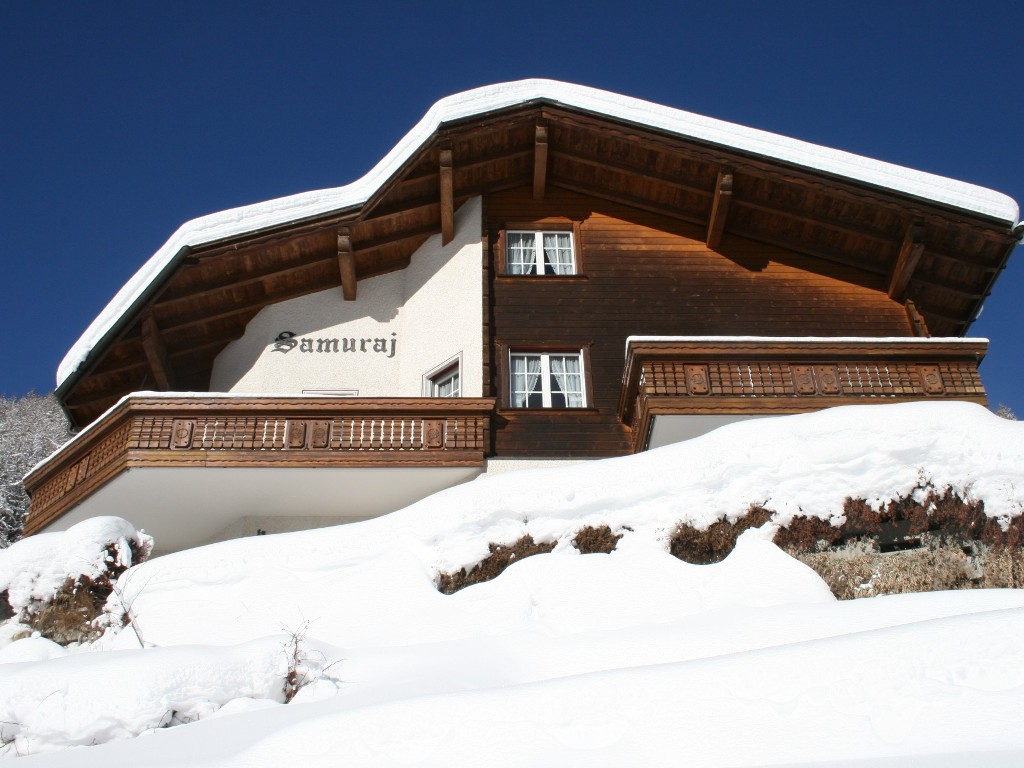Spacious and sunny chalet, close to the slopes and village centre