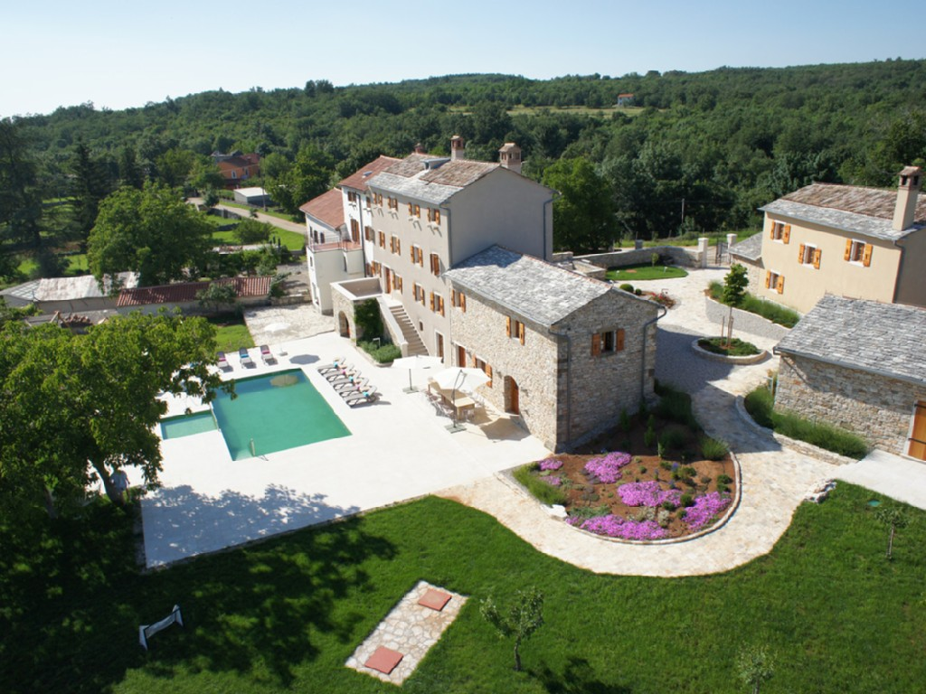 VILLA POROPATI, GROZNJAN, ISTRIA-LUXURY 7 BEDROOM VILLA WITH LARGE PRIVATE POOL