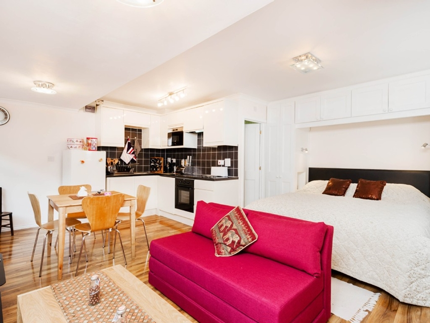 Spacious Studio Apartment in Henley On Thames